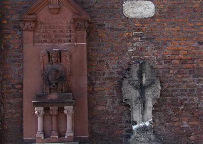 Kirche und Grabmale